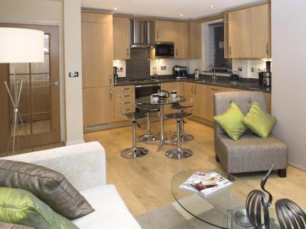 Serviced-Accommodation-Maidenhead-UK---modern-kitchen