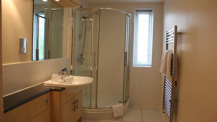 Serviced-Accommodation-Maidenhead-UK---bathroom