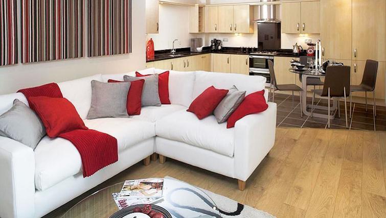 Serviced-Accommodation-Maidenhead-UK---living-room