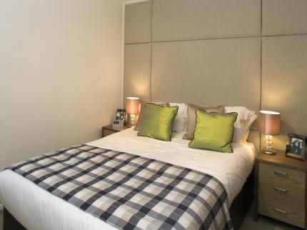 Serviced-Accommodation-Maidenhead-UK---modern-bedroom