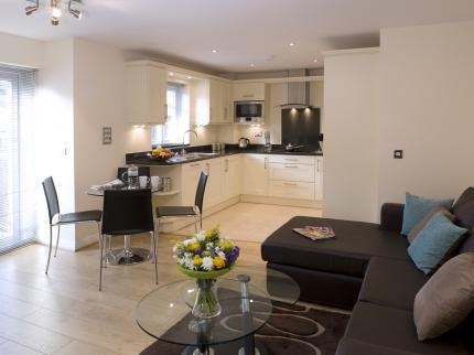 Serviced-Accommodation-Maidenhead-UK---open-plan-kitchen