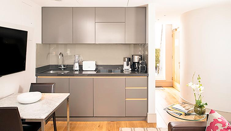 Marylebone-Serviced-Apartments-studio-kitchen-|-Urban-Stay-corporate-accommodation-London