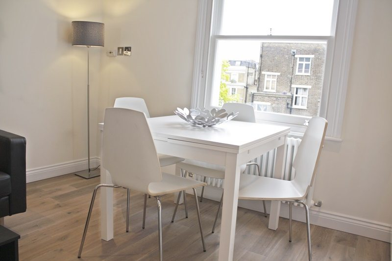 Cambridge-Gardens-Serviced-Accommodation-Notting-Hill-London---Urban-Stay---dining-area