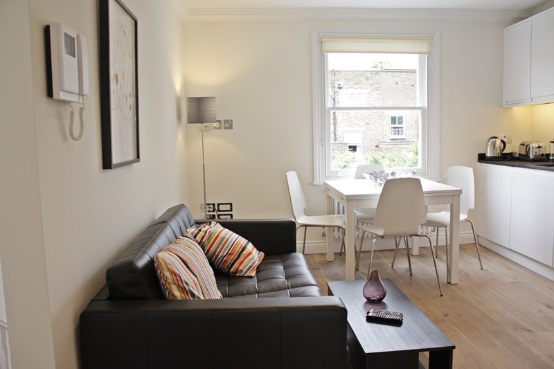 Cambridge-Gardens-Serviced-Accommodation-Notting-Hill-London---Urban-Stay---living-room-and-dining-area