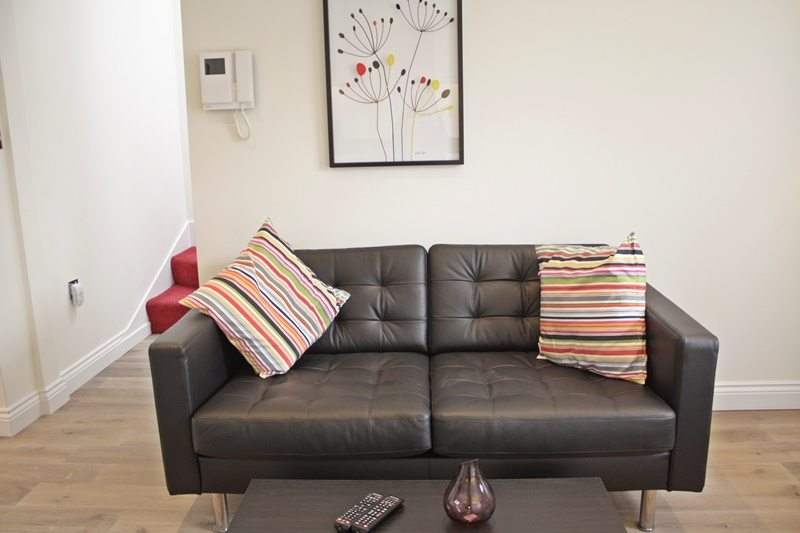 Cambridge Gardens Serviced Accommodation Notting Hill London - Urban Stay - living room