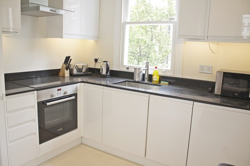 Cambridge Gardens Serviced Accommodation Notting Hill London - Urban Stay - bright kitchen