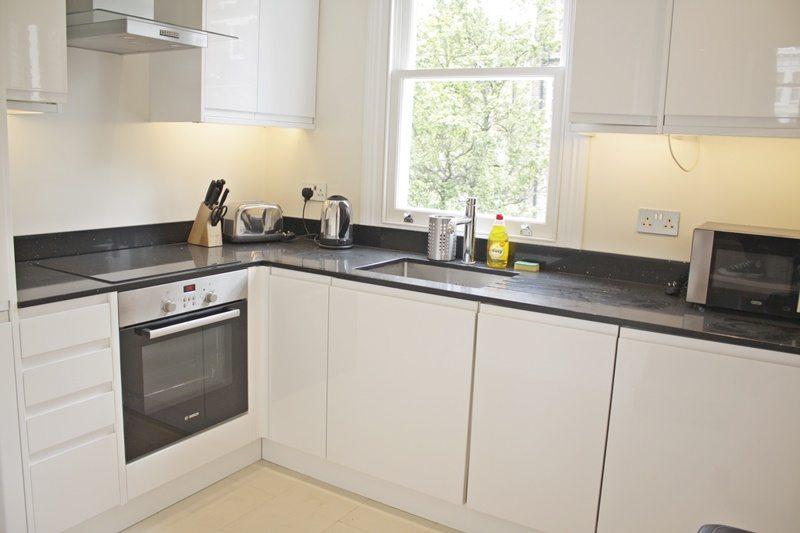 Cambridge-Gardens-Serviced-Accommodation-Notting-Hill-London---Urban-Stay---bright-kitchen