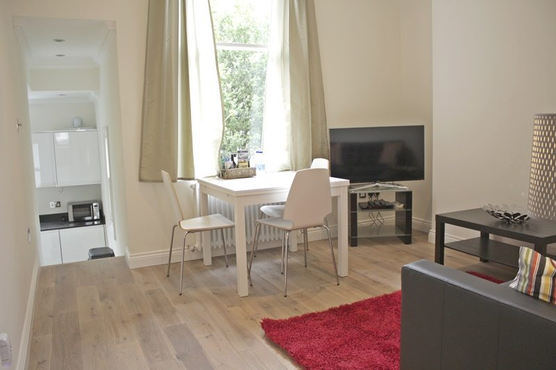 Cambridge Gardens Serviced Accommodation Notting Hill London - Urban Stay - modern living room