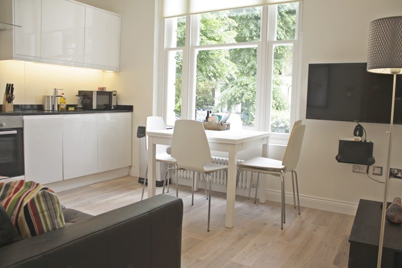 Cambridge Gardens Serviced Accommodation Notting Hill London - Urban Stay - open plan kitchen