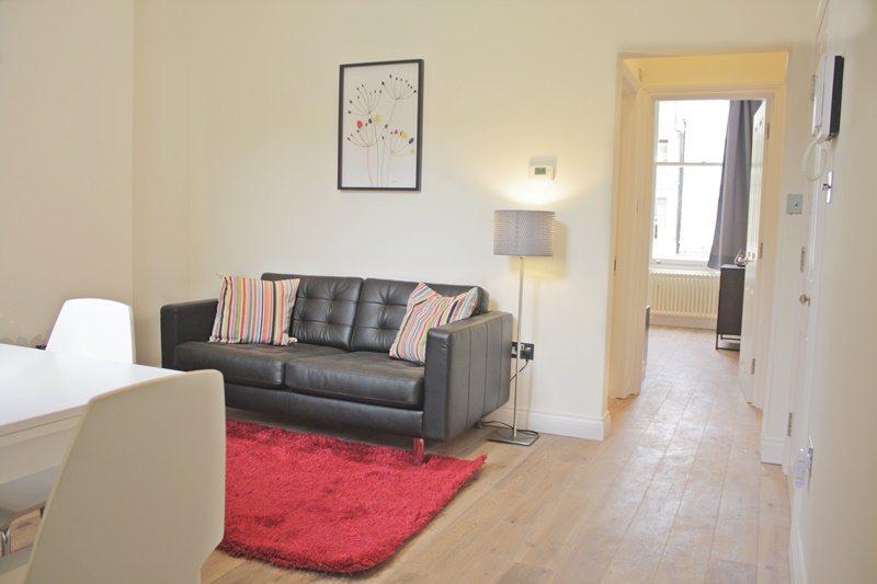 Cambridge-Gardens-Serviced-Accommodation-Notting-Hill-London---Urban-Stay---living-room-wood-flooring