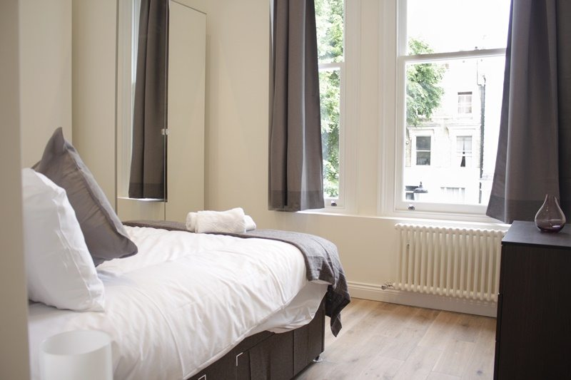 Cambridge Gardens Serviced Accommodation Notting Hill London - Urban Stay - master bedroom
