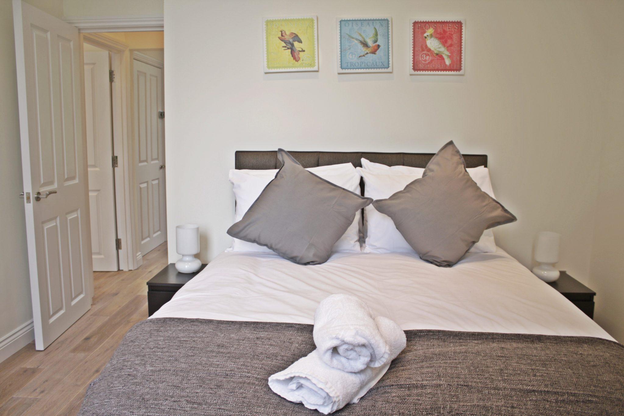 Cambridge-Gardens-Serviced-Accommodation-Notting-Hill-London---Urban-Stay---luxury-bedroom