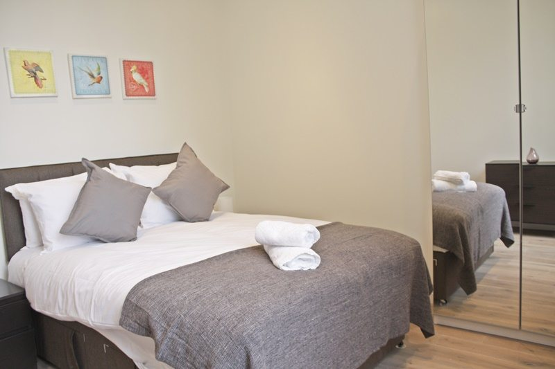 Cambridge-Gardens-Serviced-Accommodation-Notting-Hill-London---Urban-Stay---double-bedroom