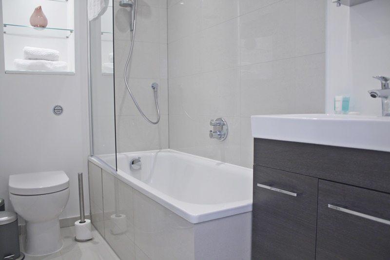 Cambridge-Gardens-Serviced-Accommodation-Notting-Hill-London---Urban-Stay---bathroom