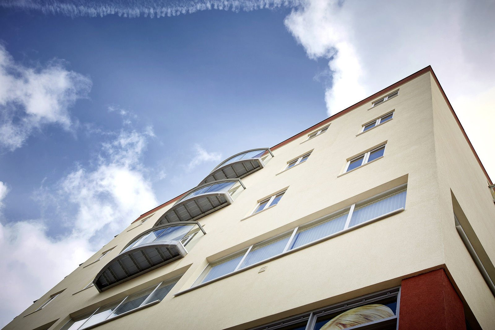 Gowring-House-Short-Stay-Accommodation-Bracknell-UK---Urban-Stay---building-exterior