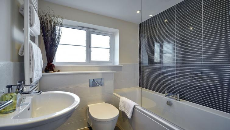 Harcourt Place Oxford Serviced Apartments UK - Urban Stay corporate accommodation - bathroom