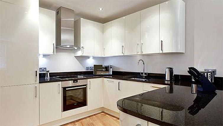 Hillcrest-Court-Guildford-Serviced-Apartments-UK---Urban-Stay---kitchen