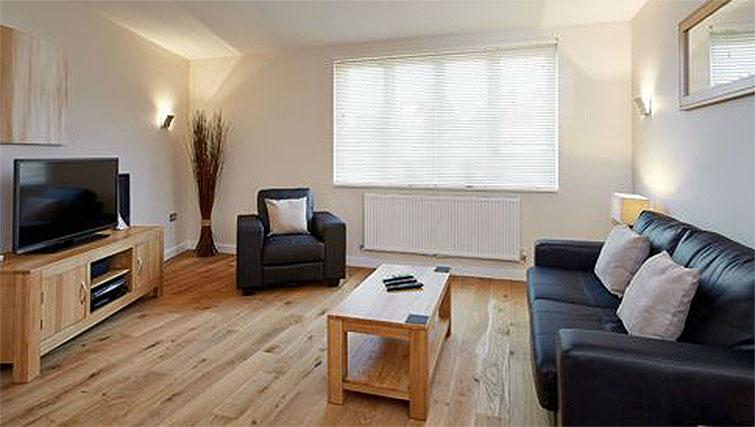 Hillcrest-Court-Guildford-Serviced-Apartments-UK---Urban-Stay---living-room-2
