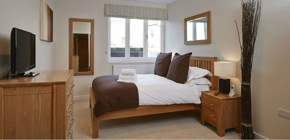 Hillcrest-Court-Serviced-Apartments-Guildford---Urban-Stay-corporate-accommodation-UK---bedroom