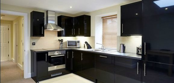 Hillcrest-Court-Serviced-Apartments-Guildford---Urban-Stay-corporate-accommodation-UK---kitchen