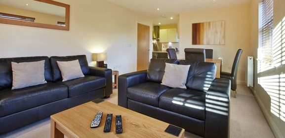 Hillcrest-Court-Serviced-Apartments-Guildford---Urban-Stay-corporate-accommodation-UK---living-room