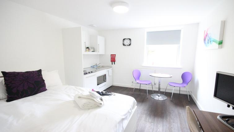 Park-House-Luton-Serviced-Apartments-UK---Urban-Stay-corporate-accommodation---living-area