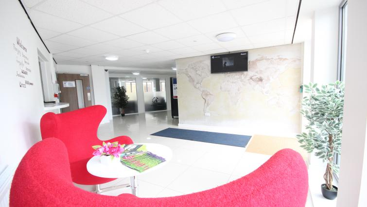 Park-House-Luton-Serviced-Apartments-UK---Urban-Stay-corporate-accommodation---lobby