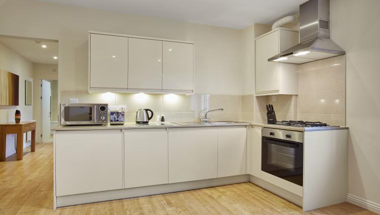 Pembroke-House-Serviced-Apartments-Southampton-UK---Urban-Stay---kitchen