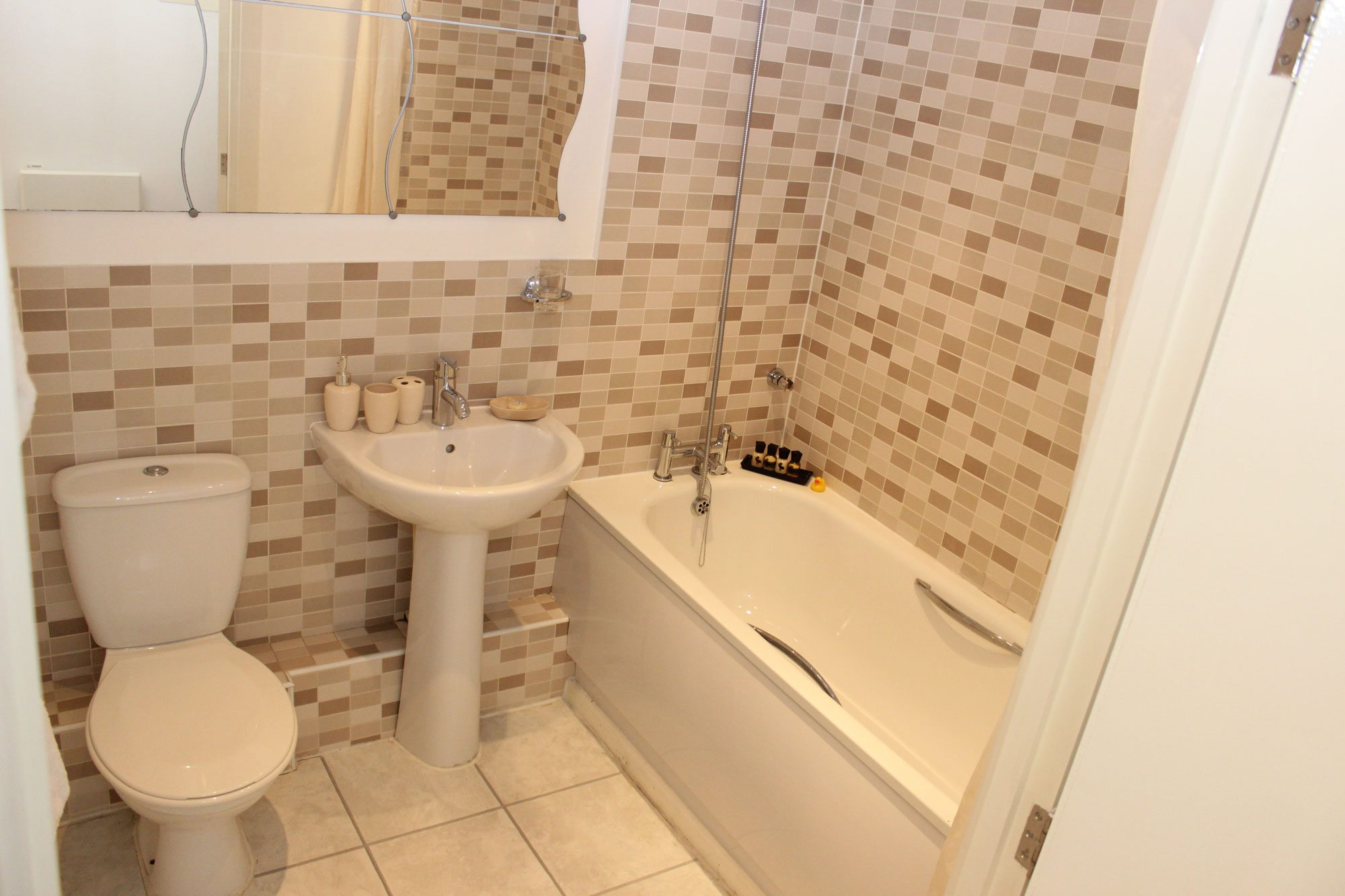 The-Academy-Corporate-Accommodation-Luton---Urban-Stay-Serviced-Apartments-UK---bathroom