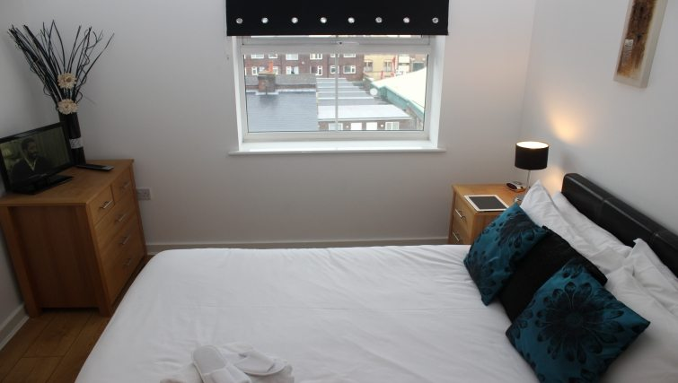 The-Academy-Corporate-Accommodation-Luton---Urban-Stay-Serviced-Apartments-UK---bedroom