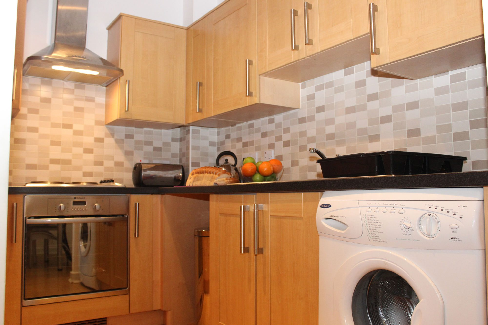 The-Academy-Corporate-Accommodation-Luton---Urban-Stay-Serviced-Apartments-UK---kitchen