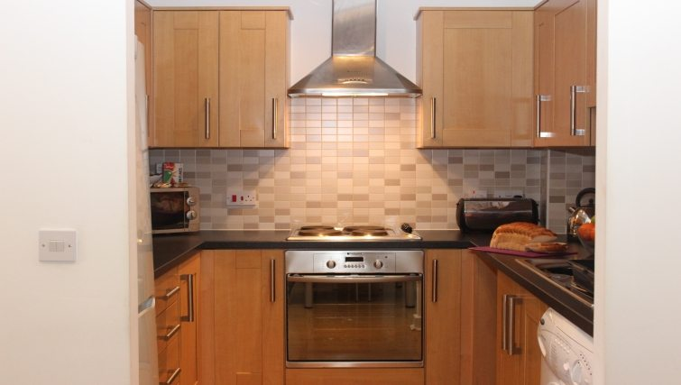 The-Academy-Corporate-Accommodation-Luton---Urban-Stay-Serviced-Apartments-UK---kitchen-3