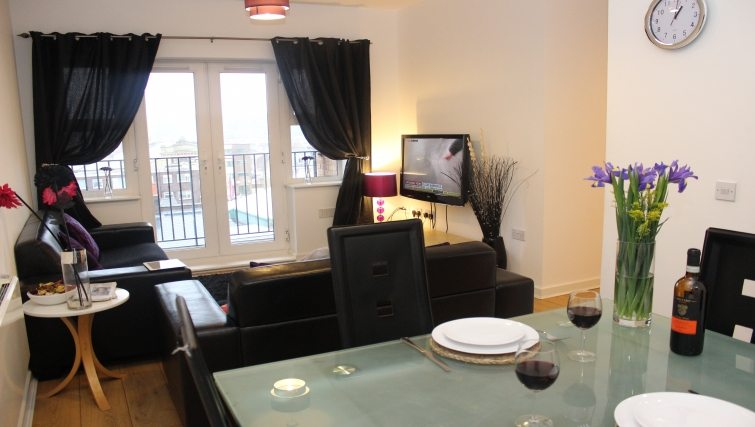 The-Academy-Corporate-Accommodation-Luton---Urban-Stay-Serviced-Apartments-UK---living-room