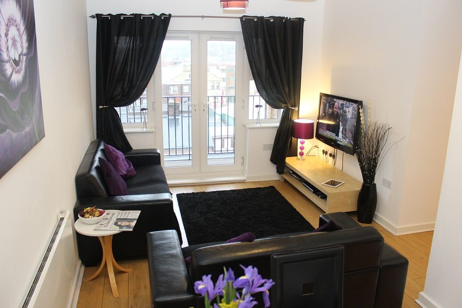 The-Academy-Corporate-Accommodation-Luton---Urban-Stay-Serviced-Apartments-UK---living-room-3