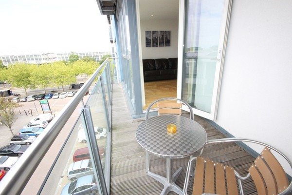 Theatre-District-Serviced-Apartments-Milton-Keynes-UK---Urban-Stay-corporate-accommodation---balcony