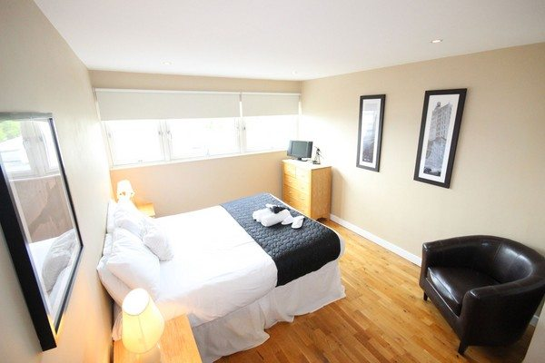 Theatre-District-Serviced-Apartments-Milton-Keynes-UK---Urban-Stay-corporate-accommodation---bedroom-2