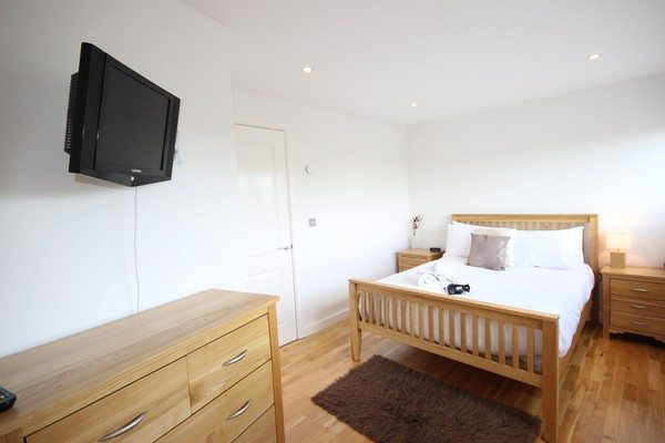 Theatre-District-Serviced-Apartments-Milton-Keynes-UK---Urban-Stay-corporate-accommodation---bedroom