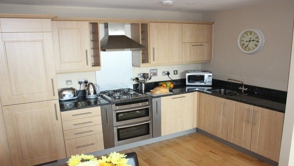 Theatre-District-Serviced-Apartments-Milton-Keynes-UK---Urban-Stay-corporate-accommodation---kitchen