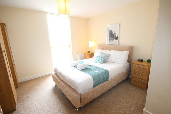 Vizion-Short-Stay-Apartments-Milton-Keynes-UK---Urban-Stay-corporate-accommodation---bedroom-2