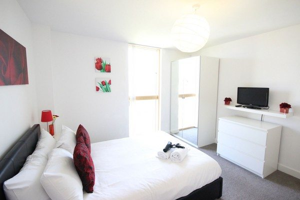 Vizion-Short-Stay-Apartments-Milton-Keynes-UK---Urban-Stay-corporate-accommodation---bedroom-4