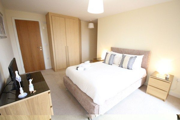 Vizion-Short-Stay-Apartments-Milton-Keynes-UK---Urban-Stay-corporate-accommodation---bedroom-5