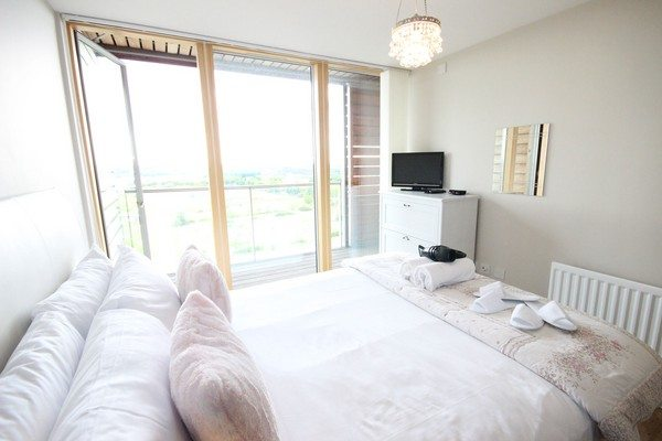 Vizion-Short-Stay-Apartments-Milton-Keynes-UK---Urban-Stay-corporate-accommodation---bedroom-7