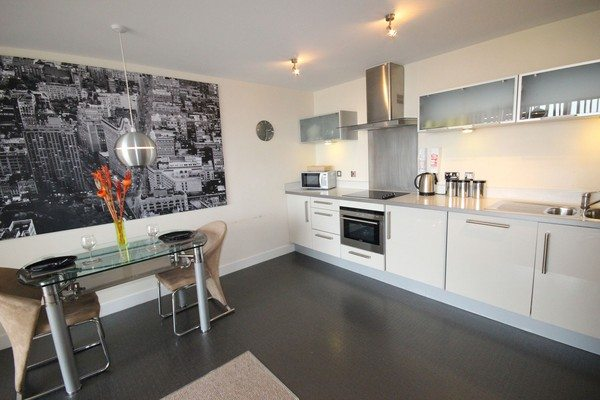 Vizion-Short-Stay-Apartments-Milton-Keynes-UK---Urban-Stay-corporate-accommodation---kitchen