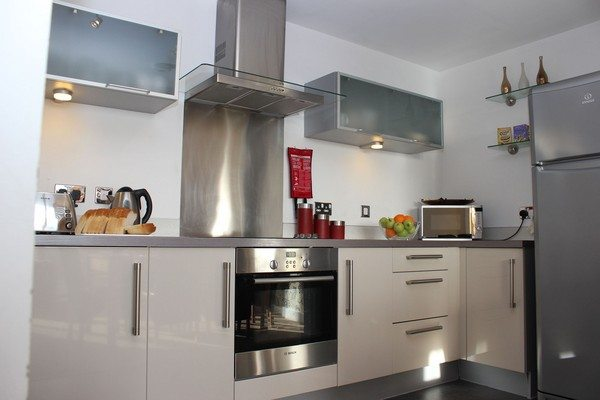 Vizion-Short-Stay-Apartments-Milton-Keynes-UK---Urban-Stay-corporate-accommodation---kitchen-4