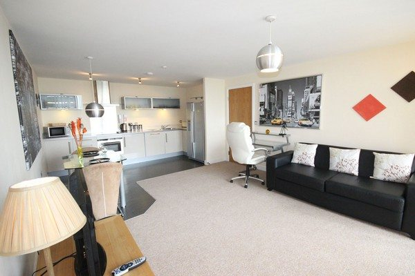 Vizion-Short-Stay-Apartments-Milton-Keynes-UK---Urban-Stay-corporate-accommodation---living-room