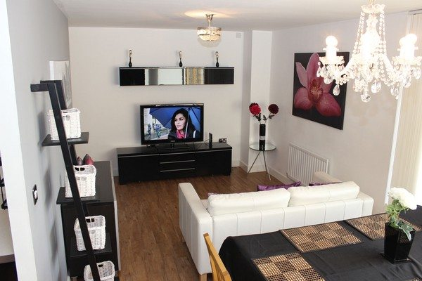 Vizion-Short-Stay-Apartments-Milton-Keynes-UK---Urban-Stay-corporate-accommodation---living-room-8