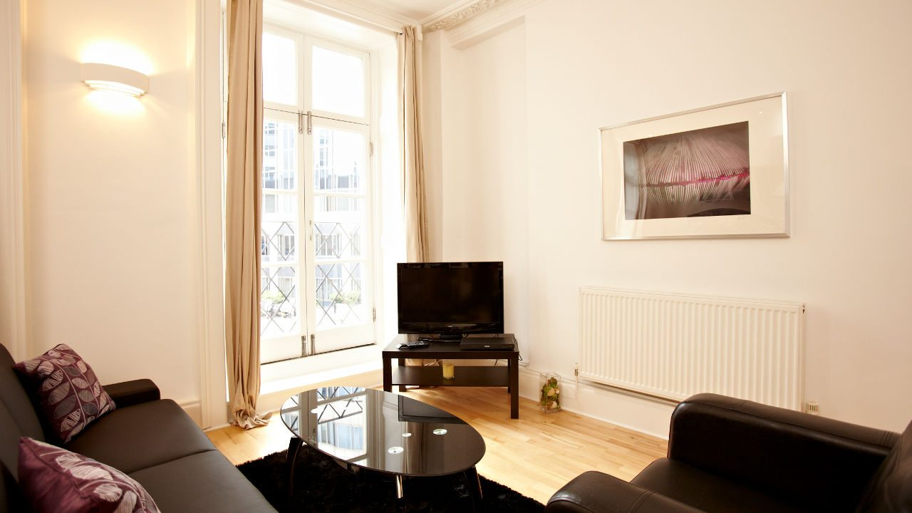London-Victoria-Apartments-Westminster---Urban-Stay-Corporate-Accommodation---living-room