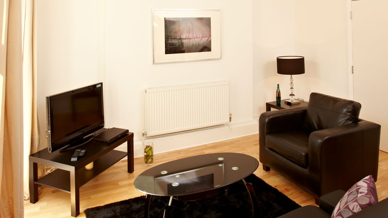 London-Victoria-Apartments-Westminster---Urban-Stay-Corporate-Accommodation---living-room-2