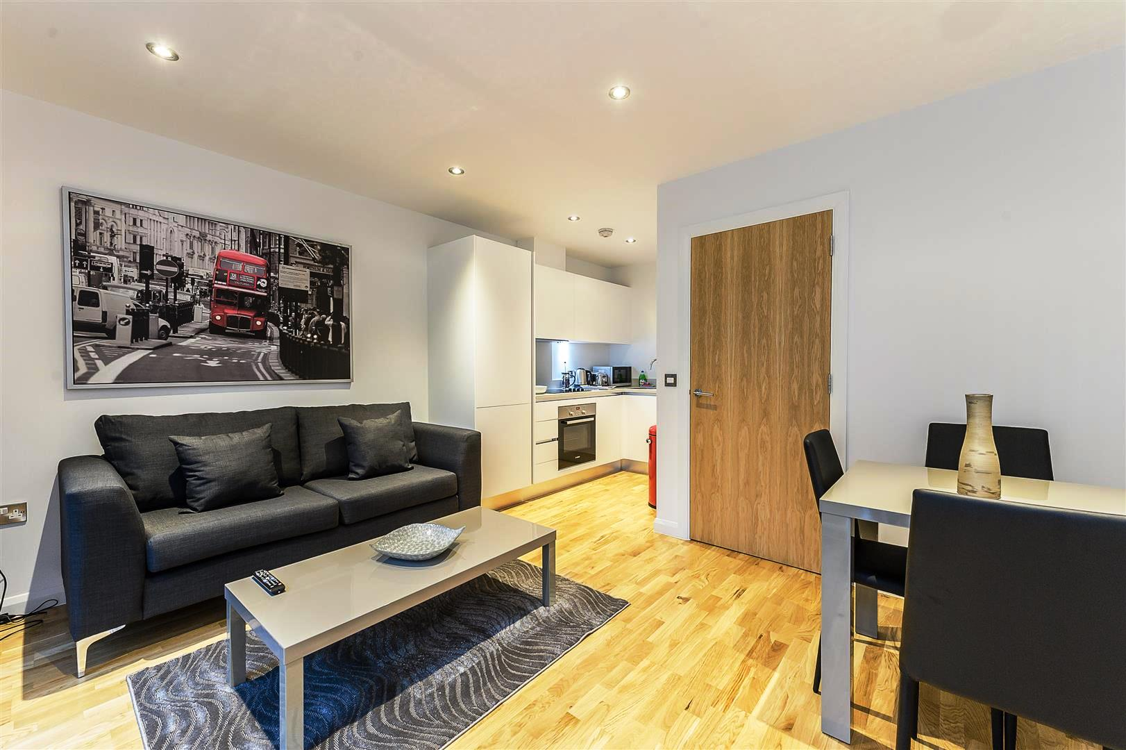 Tooley-Street-Short-Stay-Apartments-London-Bridge---Corporate-Accommodation-London---Urban-Stay---living-room