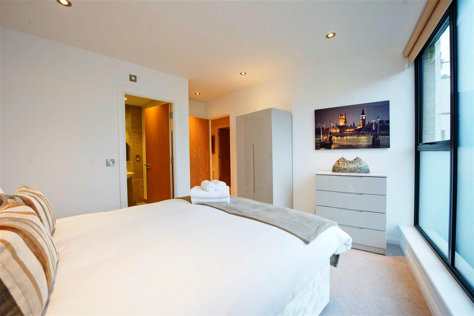 Tooley-Street-Short-Stay-Apartments-London-Bridge---Corporate-Accommodation-London---Urban-Stay---bedroom-3